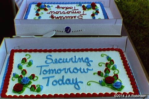 Securing Cakes