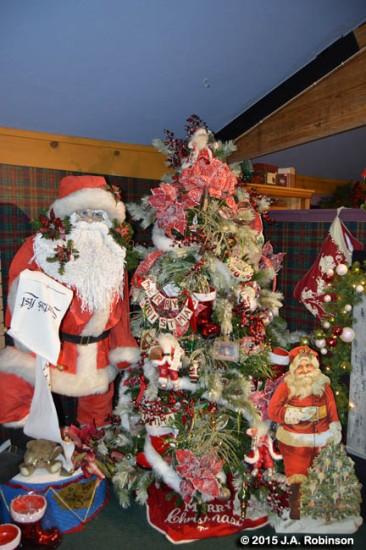 2015_12_18 Tall and Short Santa