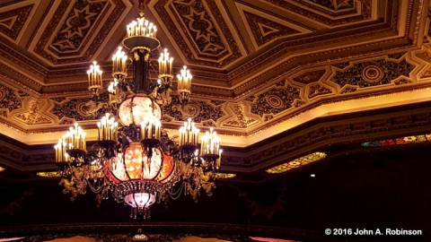 ohio-theater-chandelier-and-ceiling