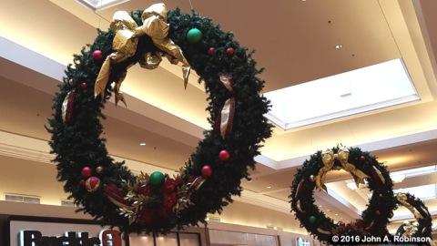 2016_12_21-giant-wreaths